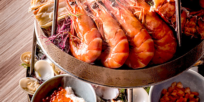 Seasonal Seafood Tower Signature from One-Ninety Restaurant at Four Seasons Hotel Singapore in Orchard Road, Singapore