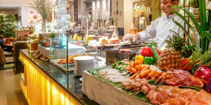 Buffet Line from Public Restaurant at Avani Atrium Bangkok Hotel 1880 New Petchaburi Rd, Bang Kapi Huai Khwang, Bangkok