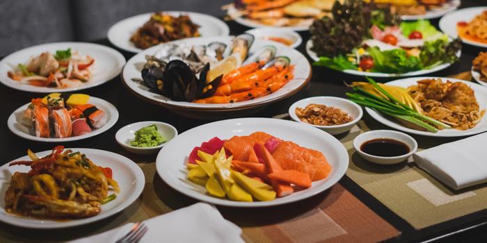 Food Selection from Public Restaurant at Avani Atrium Bangkok Hotel 1880 New Petchaburi Rd, Bang Kapi Huai Khwang, Bangkok
