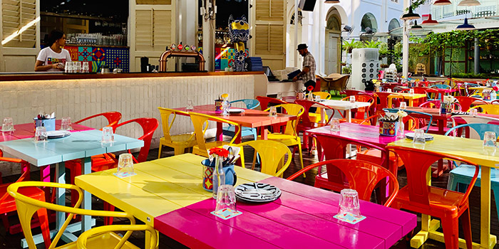 Outdoor Seating of Señor Taco (CHIJMES) in City Hall, Singapore