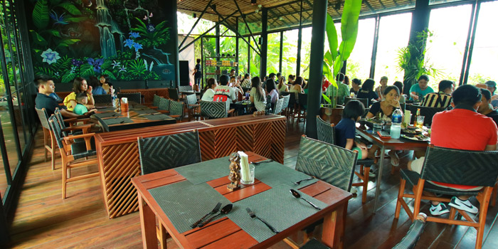 Ambiance of Three Monkeys Restuarant in Kathu, Phuket, Thailand