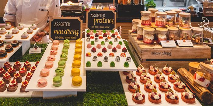 Eat-Drink-Brunch-Repeat Dessert Station from Oscar