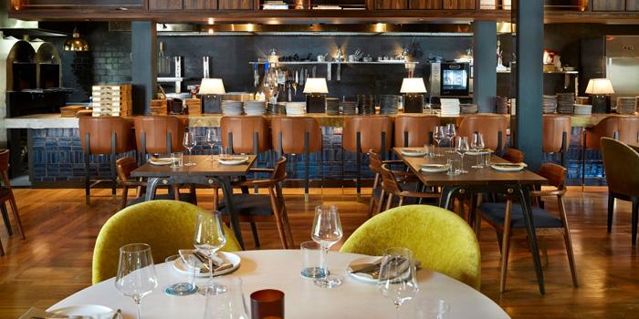 Dining Area of Quince at 14/2 Soi Somkid, Phloen Chit Rd Lumphini, Khet Pathum Wan Bangkok