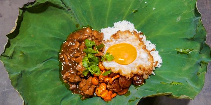 KhaoMooKatiem from Yelo Cafe at 20/2 Rama I Rd Khwaeng Wang Mai, Khet Pathum Wan Bangkok