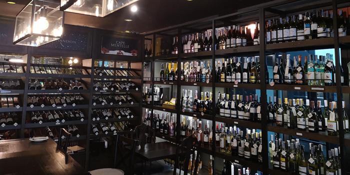 Ambience of Oak Wine Valley @ Sukhumvit 50 at 451 Sukhumvit 50 Rd. Phra Khanong, Klong Toey Bangkok