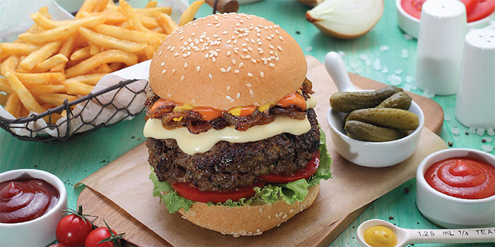 Cheeseburger at Cosmic Diner Sanur Arcade