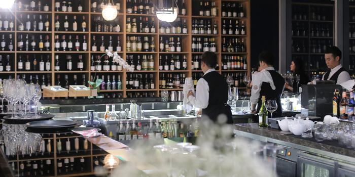 Bar Area of Urbani Truffle Bar & Restaurant at 39th floor Sathorn Square Building 98 North Sathorn Rd, Silom, Bangrak Bangkok