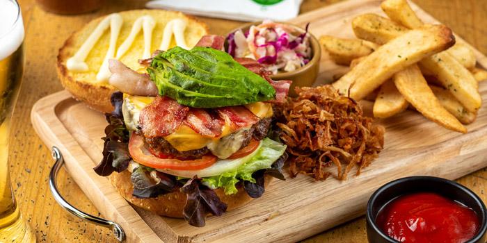 Hamburger from The Australian Pub & BBQ at from The Australian Pub & BBQ at 37 Sukhumvit Soi 11 Khlong Tan Nuea, Wattana Bangkok