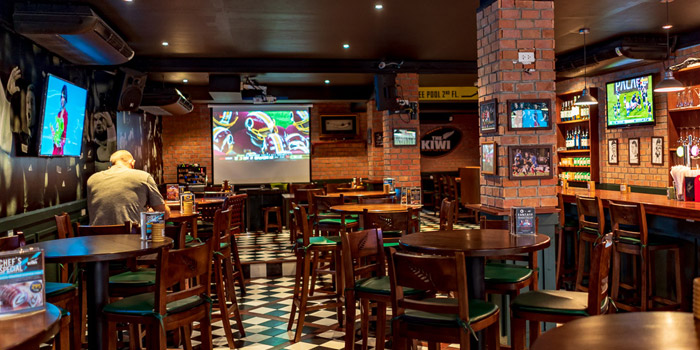 Ambience of The Kiwi Pub Sports & Grill at 4/4-5 Soi Preeda, Soi Sukhumvit 8, Khlong Toei Bangkok