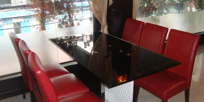 The Dining Table of Khana Khazana at 153 Sukhumvit Soi 11/1 Bangkok