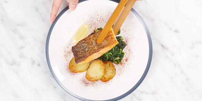 Grilled Salmon from BottomsUp Eastville at CentralFestival Eastville Praditmanutham Ladprao Bangkok