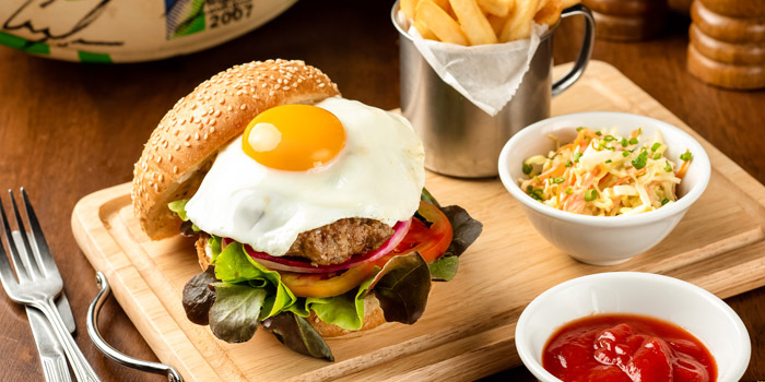 Hamburger from The Kiwi Pub Sports & Grill at 4/4-5 Soi Preeda, Soi Sukhumvit 8, Khlong Toei Bangkok