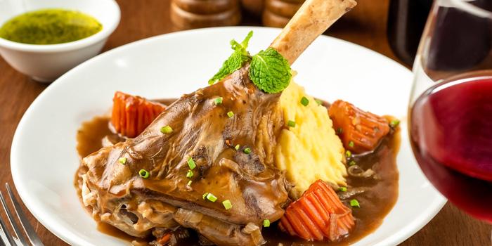 Lamb Shank from The Kiwi Pub Sports & Grill at 4/4-5 Soi Preeda, Soi Sukhumvit 8, Khlong Toei Bangkok
