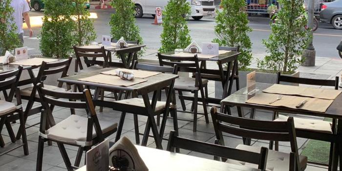 Outdoor Seating of La Scarpetta at 1495 Charoenkrung Road, Bangrak Bangkok