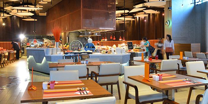 Dining Area of Crave Wine Bar & Restaurant at Aloft Bangkok 35 Sukhumvit Soi 11, Klongtoey-nua Wattana, Bangkok