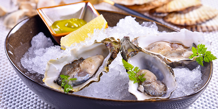 Fresh Oysters from Mpire Restaurant & Bar in Telok Ayer, Singapore