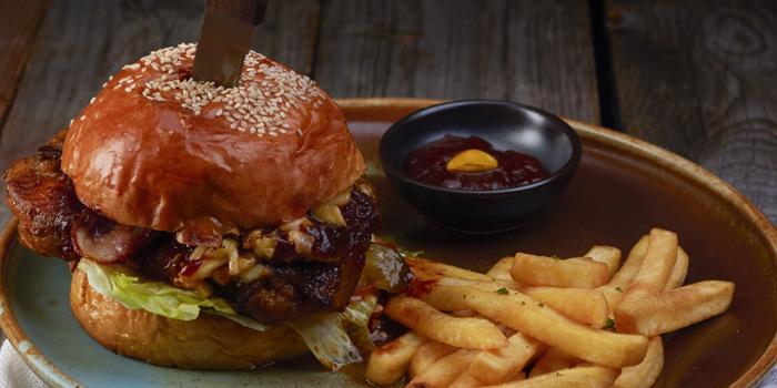 Signature Burger from Babylon Steakhouse - Asoke at 1624 New Petchaburi Rd Makkasan, Ratchathewi Bangkok