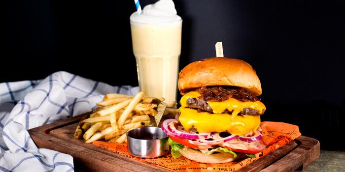 Cheese Burger from Cali-Mex Bar and Grill @ Sukhumvit 11 at 26/8, 26/9 Soi Sukhumvit 11, Room B4, B5 Klong Toey Nua, Wattana Bangkok