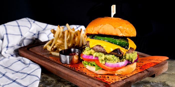 El Mexicano Burger from Cali-Mex Bar and Grill @ Sukhumvit 11 at 26/8, 26/9 Soi Sukhumvit 11, Room B4, B5 Klong Toey Nua, Wattana Bangkok