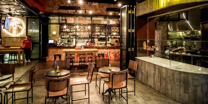 Dining Area of CarBar at 72 Courtyard, Sukhumvit 55 Thonglor, Bangkok