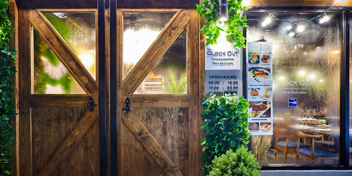 Entrance of The Clock Out at 35/5-7 Krungthonburi Road Klong Ton Sai, Klong San Bangkok