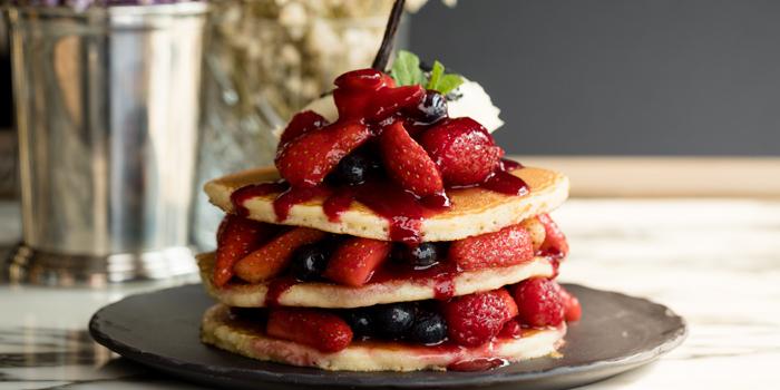 Pancakes, Mixed Berry Compote & Vanilla Cream, Bread Street Kitchen & Bar, The Peak, Hong Kong