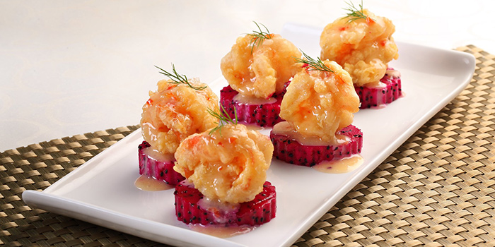 Deep-fried Prawn Coated with Mayonnaise served with Dragon Fruits from China Classic Restaurant in Chinatown, Singapore