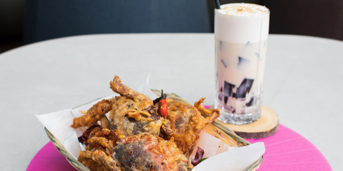Peppercorn Crabs & Boozy Milktea from Urbana Rooftop Bar at Courtyard by Marriott Singapore in Novena, Singapore