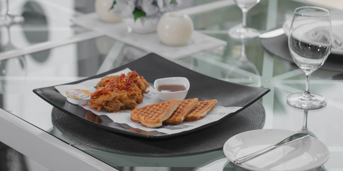 Waffle with Fries Chicken at bleu8, Hotel Mulia Senayan