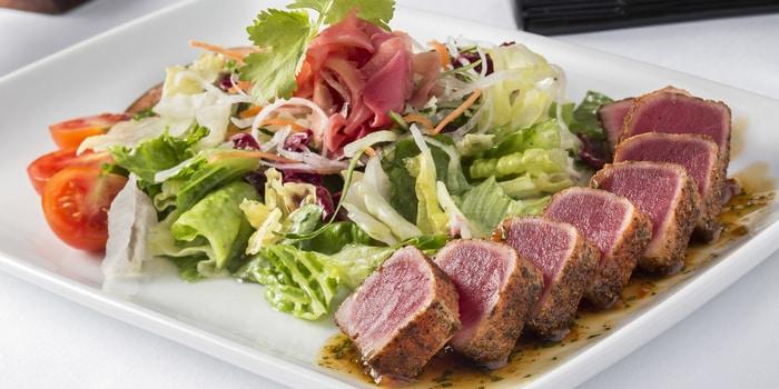 Seared Ahi Tuna Salad at Ruth