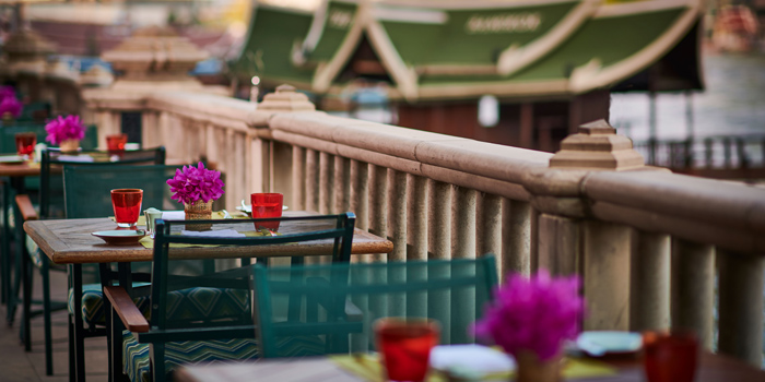 Ambience of River Café & Terrace at The Peninsula Bangkok