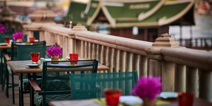 Ambience of River Café & Terrace at The Peninsula Bangkok