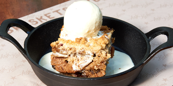 Apple Fig Crumble from Ash Kickers Briskets & Bourbon at 30/7 Soi Chareonjai Sukhumvit 63 (Ekkamai) Road Khlong Tan Nuea, Watthana Bangkok