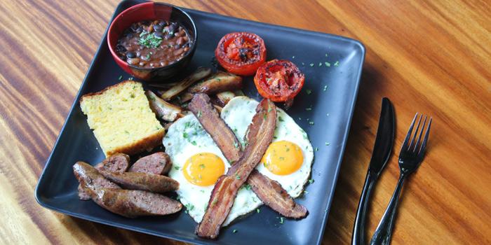 Big Kahuna Breakfast Plate from Ash Kickers Briskets & Bourbon at 30/7 Soi Chareonjai Sukhumvit 63 (Ekkamai) Road Khlong Tan Nuea, Watthana Bangkok