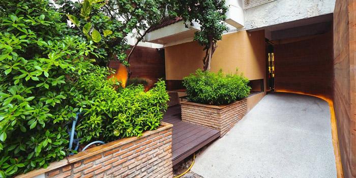 Entrance from Bambino at 1041/20 Soi Nai Loet Phloen Chit Road Bangkok