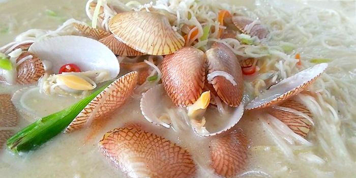 La La Claims Mee Hoon from Ponggol Seafood at The Punggol Settlement in Punggol, Singapore