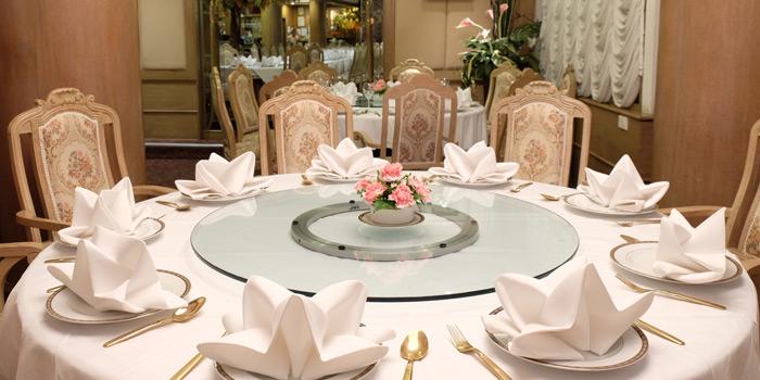 The Dining Table of Methavalai Sorndaeng at 78/2 Ratchadumneon Klang Rd, Phra Nakhon Bangkok