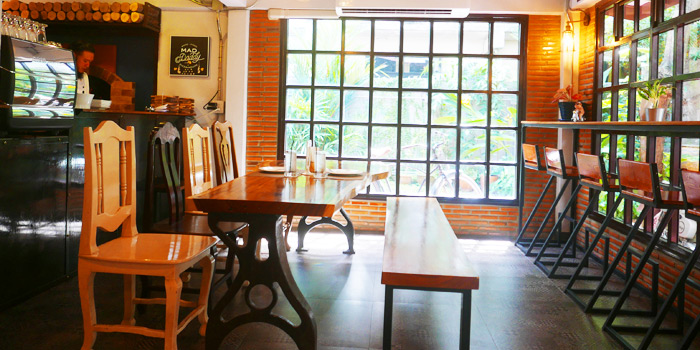 Ambience of Mad Daddy Pizza House at 302/89 Tha Sai Village Prachachuen 12 Thanon Pracha Chuen Thung Song Hong, Lak Si Bangkok