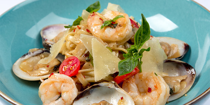 Clams and Prawns Linguine with White Wine, Anchovy and Dried Chili Basil