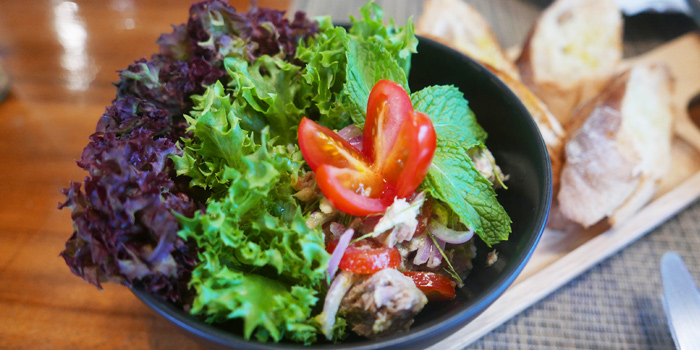 Salad Dishes from Mad Daddy Pizza House at 302/89 Tha Sai Village Prachachuen 12 Thanon Pracha Chuen Thung Song Hong, Lak Si Bangkok