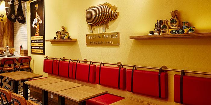 Interior, Reserva Ibérica Tapas Bar & Café (Causeway Bay), Causeway Bay, Hong Kong