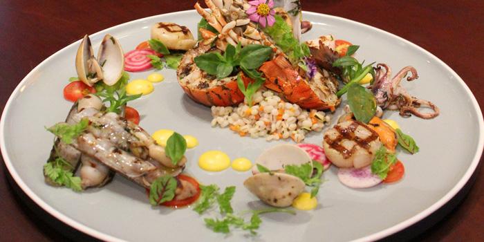 Lobster Platter at Sriwijaya Restaurant, The Dharmawangsa Hotel