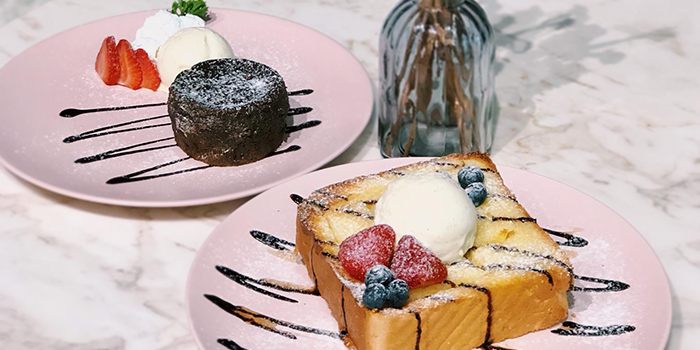 Lava Cake with Ice Cream + Golden Honey from Cafe de Paris at 313@Somerset in Orchard, Singapore