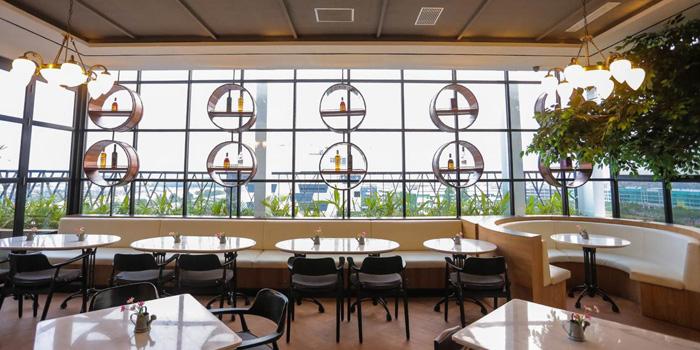 Interior 3 at 12 Degrees Rooftop Bar & Lounge, Gading Serpong