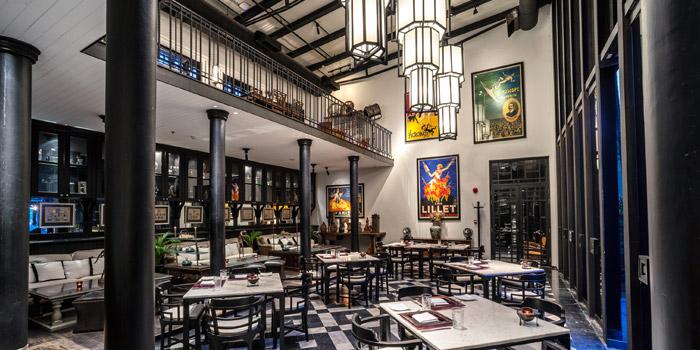 Ambience of Deco Bar & Bistro at 3/2 Thanon Khao Vachirapayabal, Dusit Bangkok