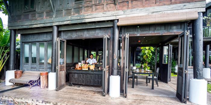 Ambience of Chon Thai Restaurant at 3/2 Thanon Khao Vachirapayabal, Dusit Bangkok