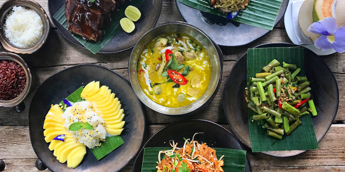 Signature Dishes from Chon Thai Restaurant at 3/2 Thanon Khao Vachirapayabal, Dusit Bangkok