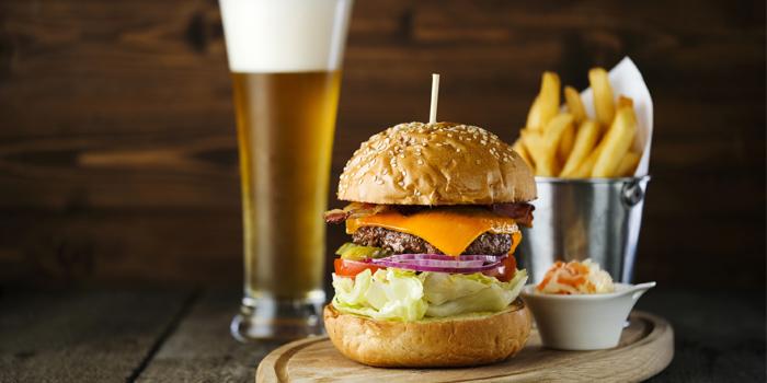 Marriott Burger, Velocity Bar & Grill, Chek Lap Kok, Hong Kong