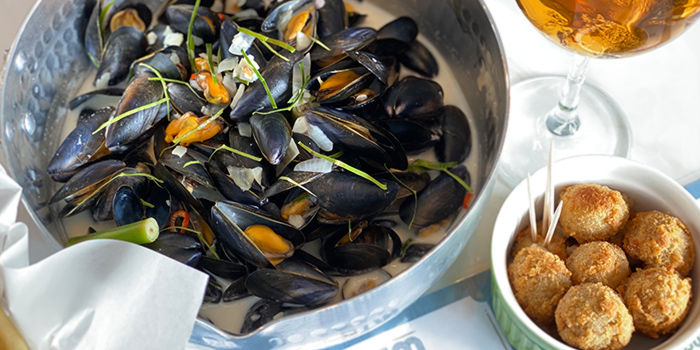 Thailandaises Mussel sand Fries with Bitterballen from BTM Mussels & Bar in Duxton, Singapore