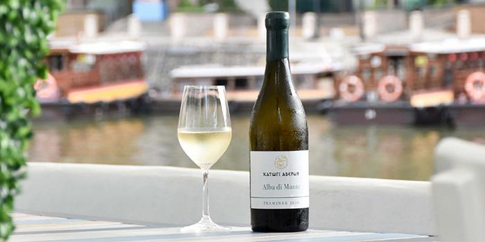 White Wine from Zorba The Greek Taverna in Clarke Quay, Singapore